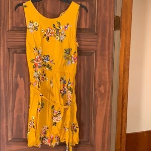 Pretty and simple summer dress 💛